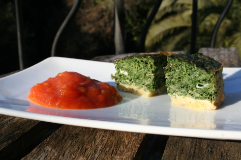 Spinach cake with home-made tomato sauce