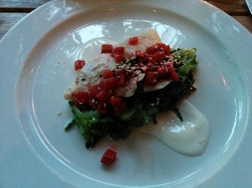 dorade auf gurkensalat mit rhababerwuerfeln
